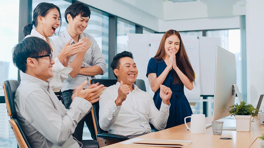 happy team | GLC (Global Leadership Center)